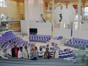 Die Gruppe im Plenarsaal